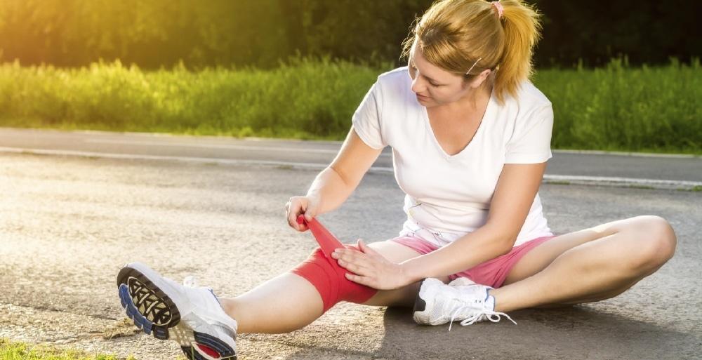 растяжение колена: причины