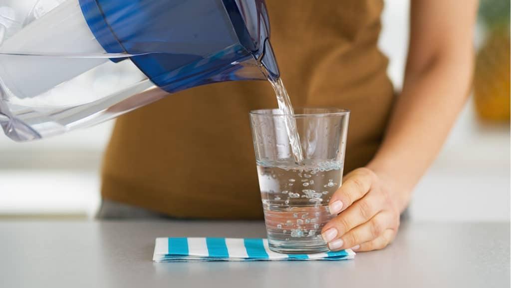 Читая вода для прочистки желудка