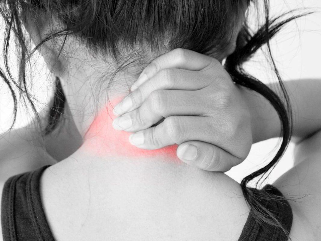 Болит шея с правой стороны: причины, лечение 23