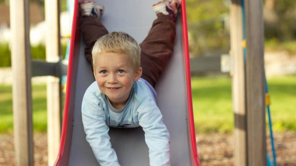 Игры на детской площадке