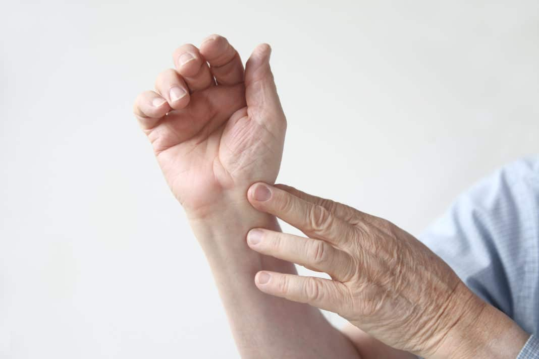 Вывих пальца руки лечение в домашних условиях - MedikYA 7