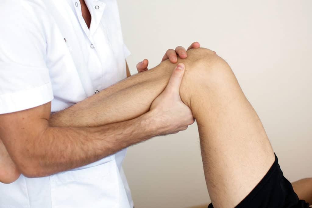 Ушиб колена - врачебный осмотр