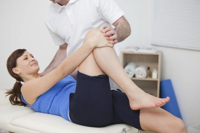 растяжение колена: лечебная физкультура
