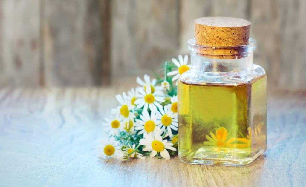 Оливковое масло с добавлением ромашки для компресса
